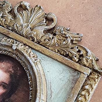 Til sidst males hele spejlet med akrylmaling